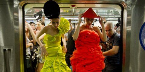 A fashion show recently sprawled out onto the Sao Paolo Subway Metro Buses, Innovative or what?