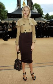 Elena Perminova in Burberry cropped trench. I'm jealous; I need this jacket asap!